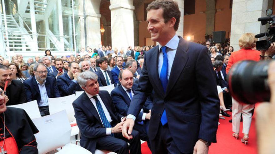 Casado evita saludar a Garrido tras su marcha a Ciudadanos