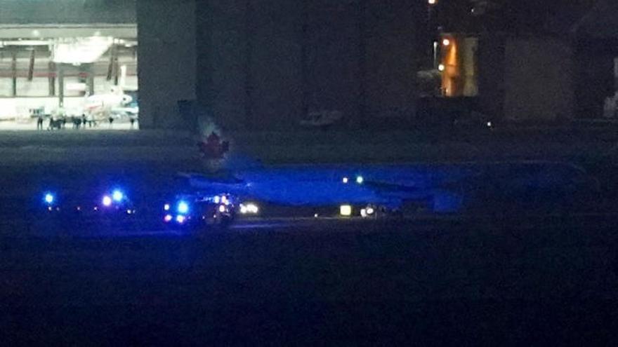 El avión de Air Canadá con una rueda y un motor dañados salva el aterrizaje en Madrid