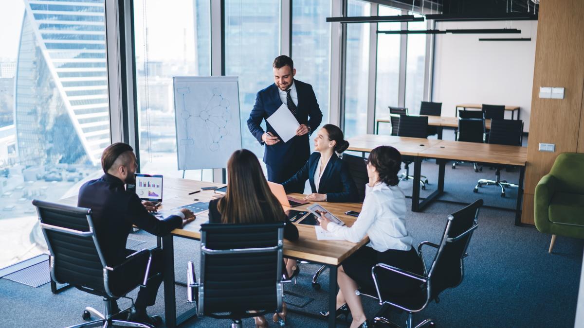 Nueve de cada diez primeros ejecutivos de grandes empresas españolas prevén crear empleo.