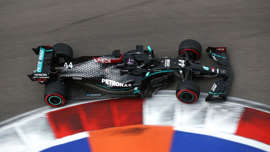 Hamilton aconsegueix la «pole» a Rússia i Sainz sortirà sisè