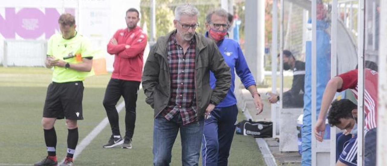 Jorge Otero durante un partido de esta temporada en el campo de O Morrazo.    // SANTOS ÁLVAREZ