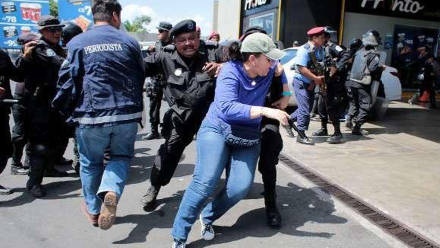 La Policía de Ortega reprime con violencia la primera protesta en seis meses