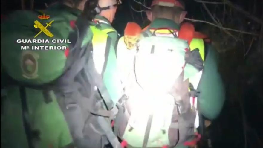 Rescatan de madrugada a un herido y a su pareja, perdidos en una zona boscosa de Cangas de Onís