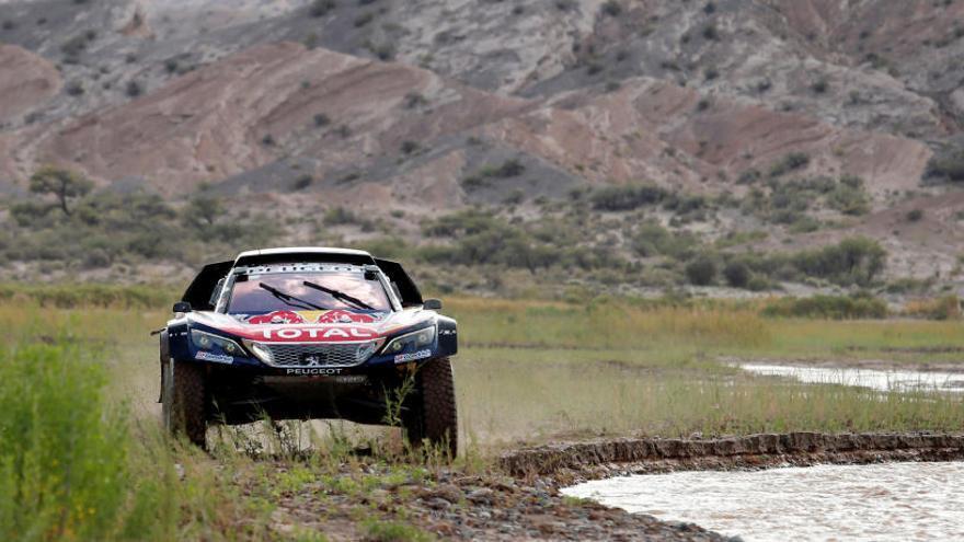Carlos Sainz minimitza riscos en la tercera victòria d'Al-Attiyah