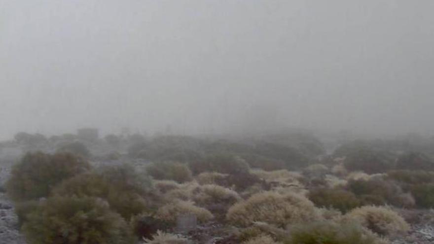 Cortan el acceso al Teide por hielo en la calzada