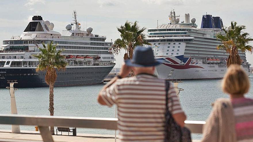 Piden un enlace aéreo con EE UU para impulsar el turismo de cruceros