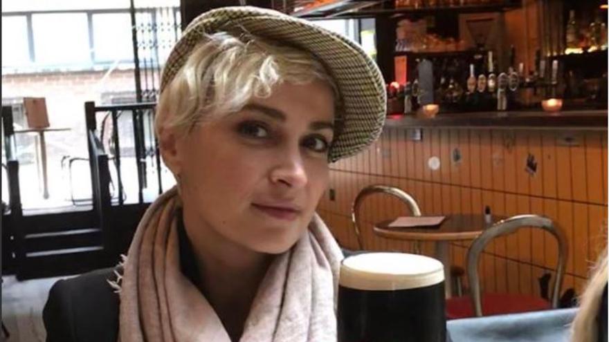 ¿Quién era Halyna Hutchins, la mujer muerta por los disparos de Alec Baldwin?