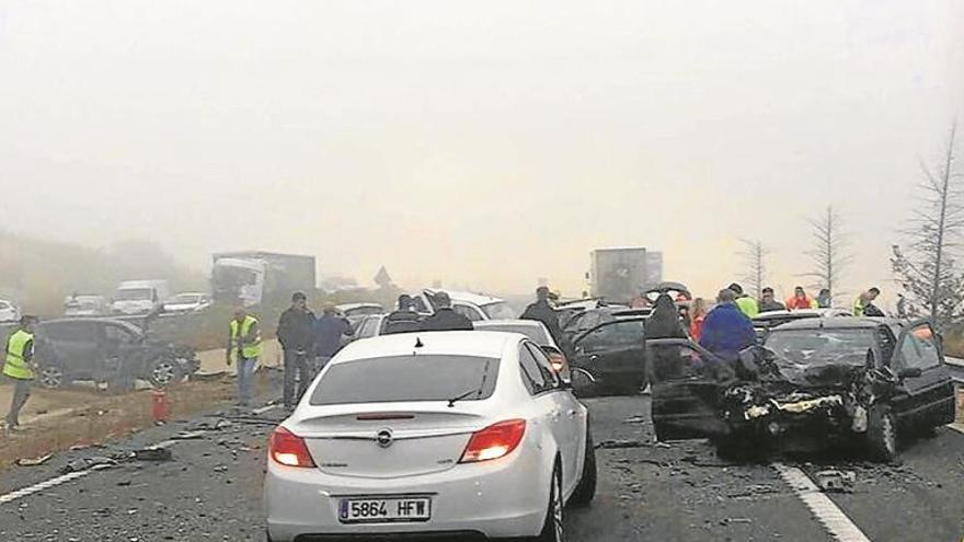 Un muerto en una colisión de 36 vehículos en cáceres