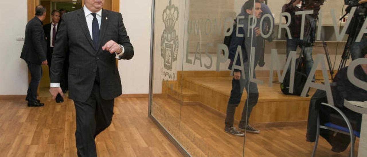 Miguel Ángel Ramírez, presidente de la UD, entra en la sala de prensa del Gran Canaria en diciembre pasado.