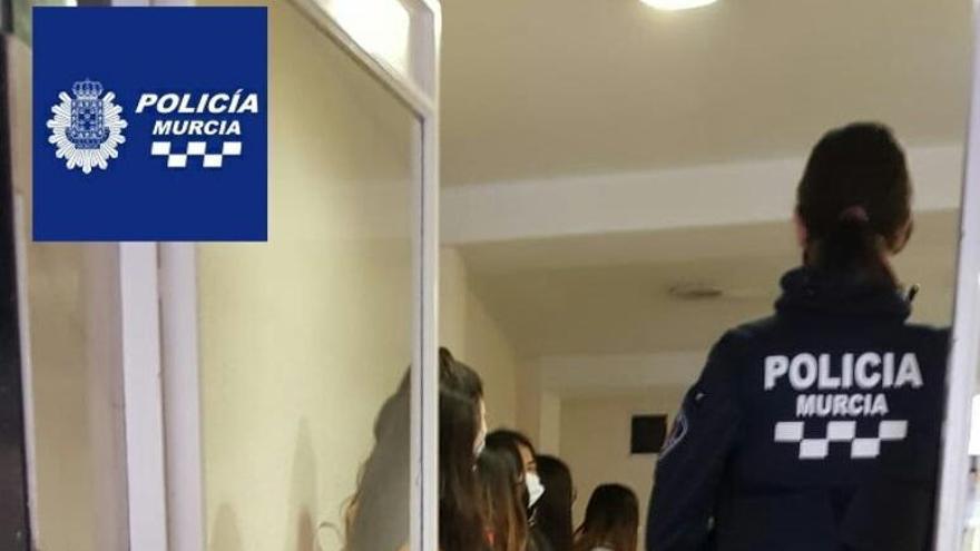 Sorprenden a 10 adolescentes haciendo una fiesta ilegal en un hotel de Murcia
