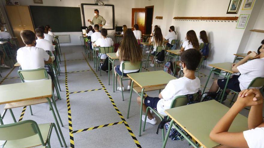 Un menor interrumpe una clase para golpear a otro alumno y amenazarlo con un cuchillo en Canarias