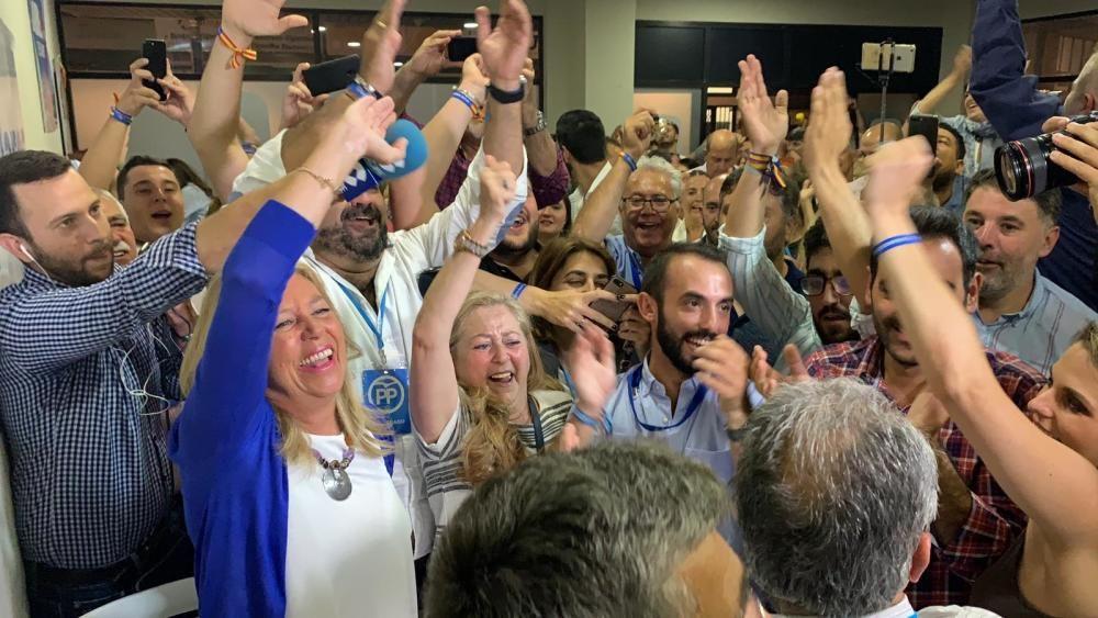 El PP logra la mayoría absoluta  El PP recuperó la mayoría absoluta en las elecciones municipales del 26 de mayo, tras la moción de censura que firmó con OSP para echar al PSOE de la alcaldía. Entre otras medidas, el PP ha establecido la gratuidad del transporte urbano en autobús para los vecinos, lo que unido a los efectos del Brexit ha permitido que la ciudad gane nada menos que 10.000 empadronados.