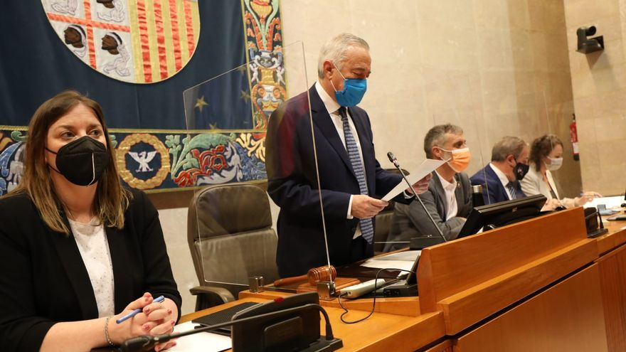 Las Cortes apoyan a los trabajadores de Ferroatlántica e instan a mantener el empleo