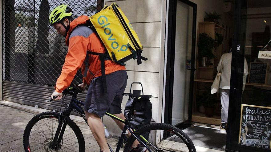 La nueva ley de los 'rider' afecta a un millar de repartidores en Canarias