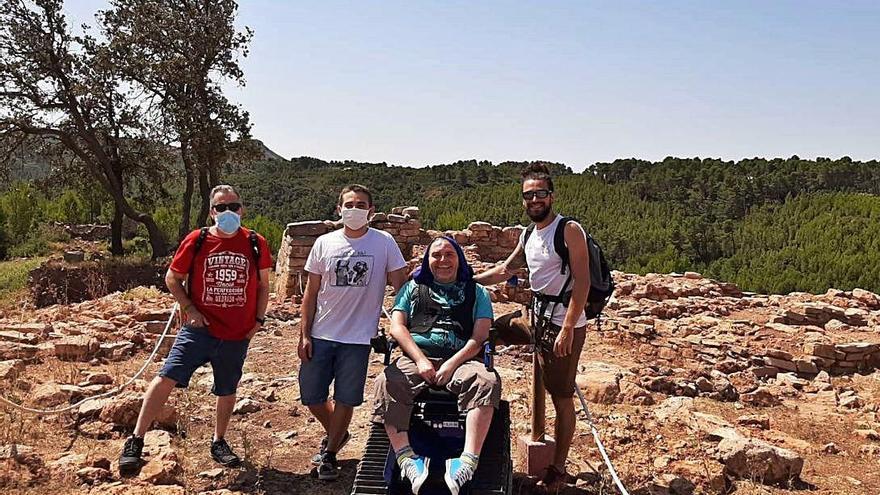 """Una """"silla oruga"""" hace accesible el yacimiento íbero de Gàtova"""