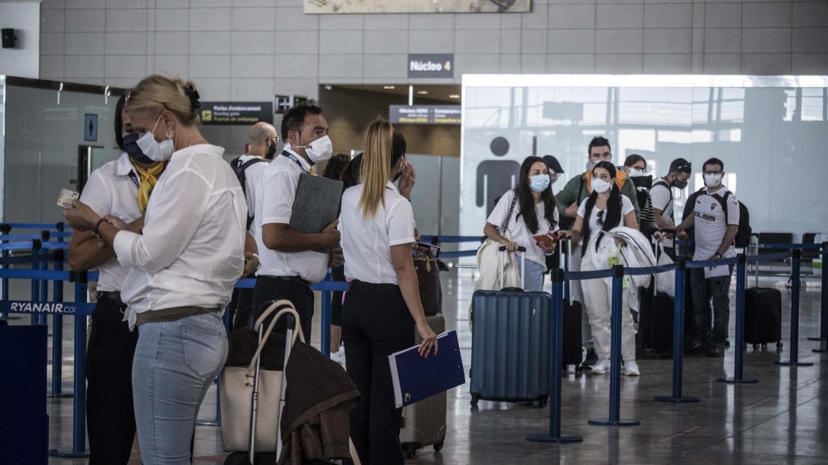 Viajeros en el Aeropuerto de Alicante-Elche