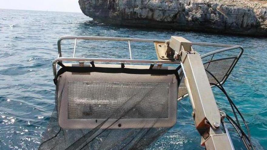 Müllboote ziehen vor Mallorca 10 Tonnen Unrat aus dem Wasser