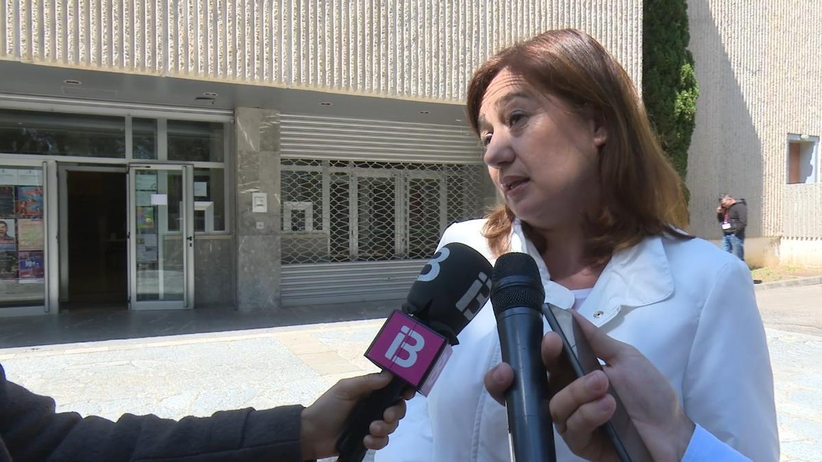 """Armengol pide a la ciudadanía """"no confiarse"""" a pesar la bajada de la IA14 en Mallorca."""