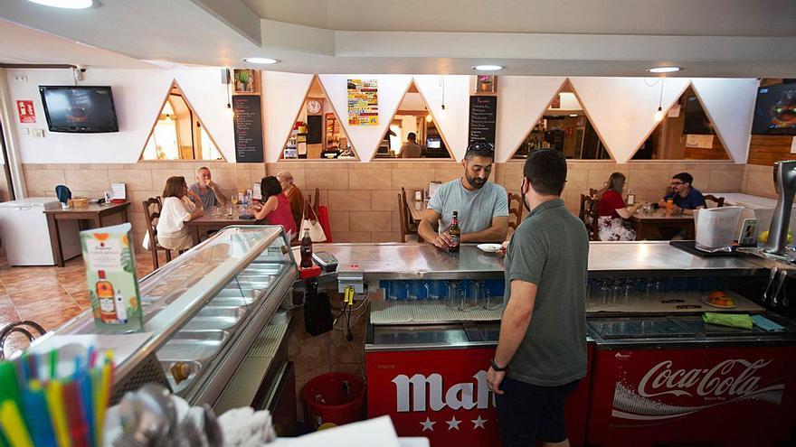 Prudencia en el Govern sobre la exigencia del certificado covid para entrar en bares y restaurantes