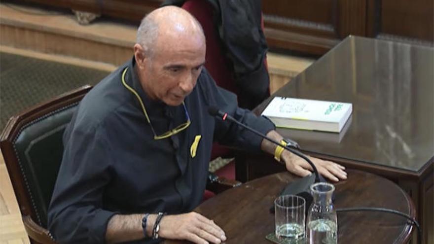 Lluís Llach dice que sugirió a los Jordis subirse a los coches policiales el 20-S