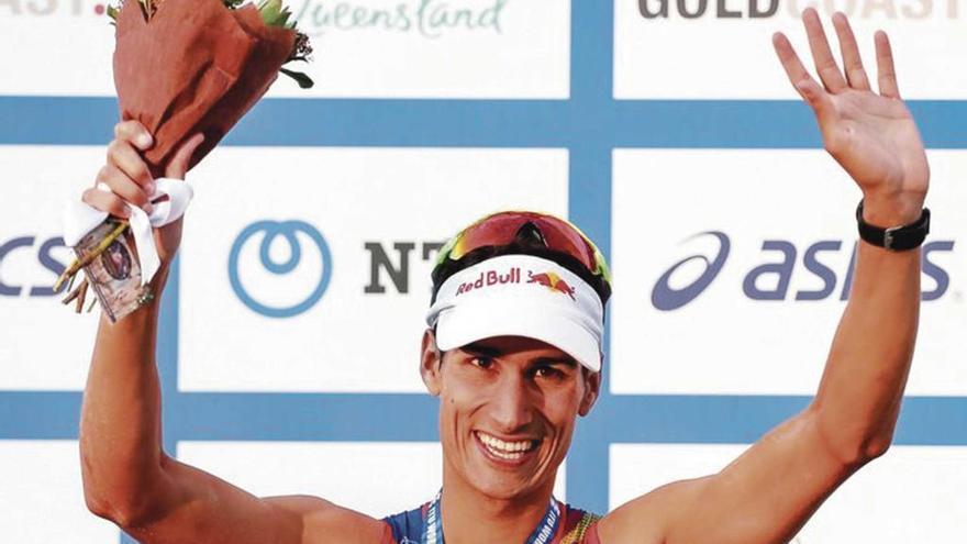 Mario Mola tricampeón mundial