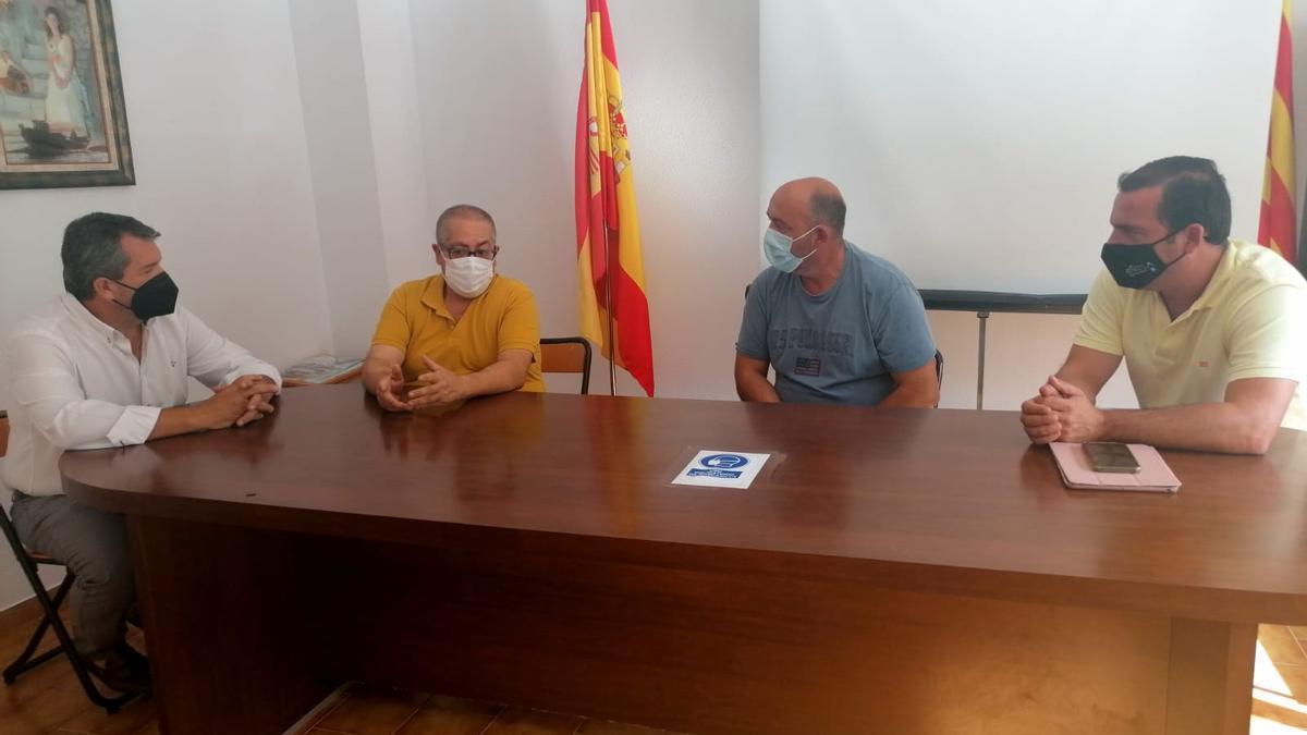 El alcalde de Peñíscola, Andrés Martínez, ha querido mostrar su apoyo al nuevo presidente de la Cofradía de Pescadores San Pedro, Rafa Simó, y a todo su equipo.