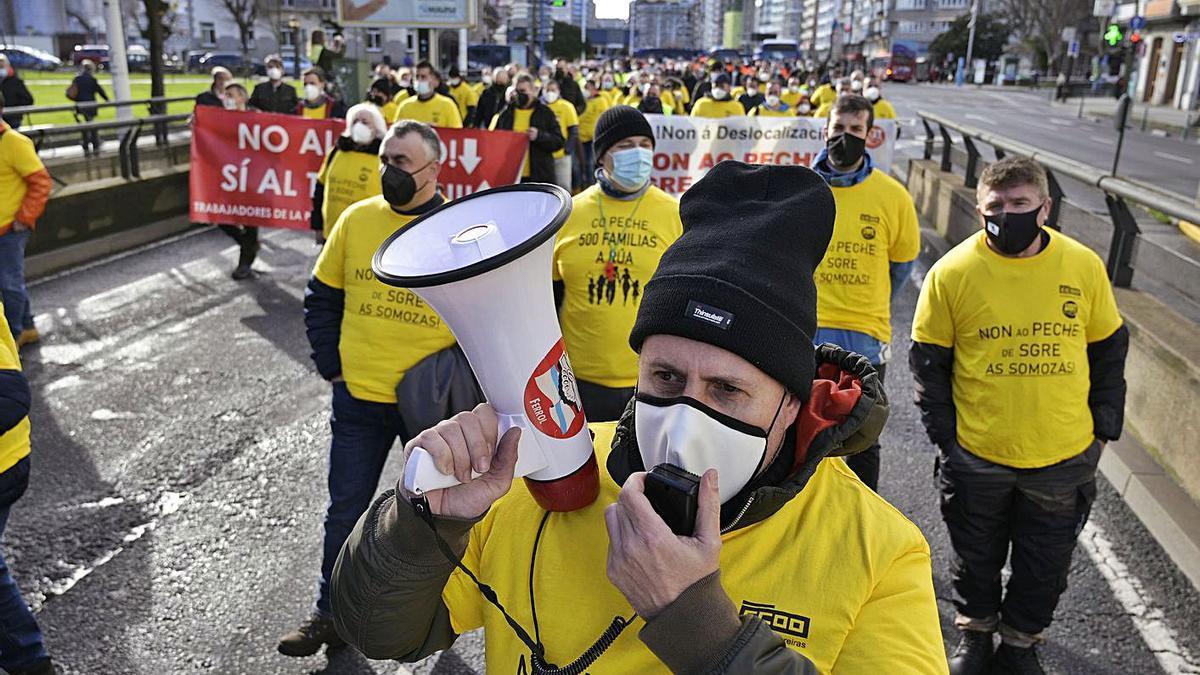 Trabajadores de Siemens Gamesa se manifiestan por las calles de A Coruña.     // E. P.