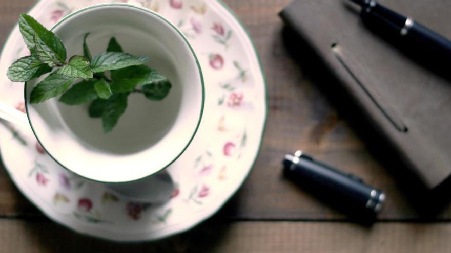 Así se hace el té quemagrasa de moda para perder peso que más adeptos gana después de las comidas