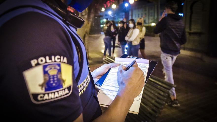Canarias sanciona desde este sábado con hasta 600.000 euros saltarse las normas del covid