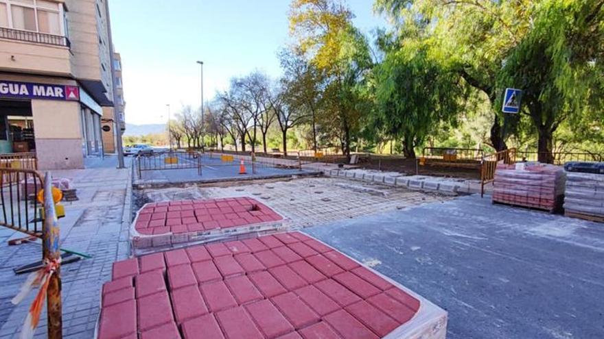 Un paso elevado de peatones para evitar atropellos en la calle Virgen del Remedio de Elda