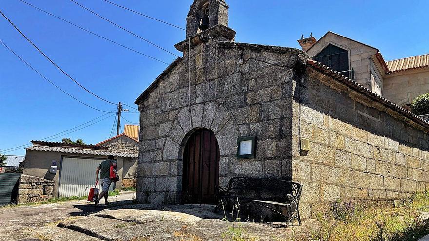 La Iglesia pide urbanizar la ermita de Vilariño y Patrimonio lo rechaza por alterar el entorno