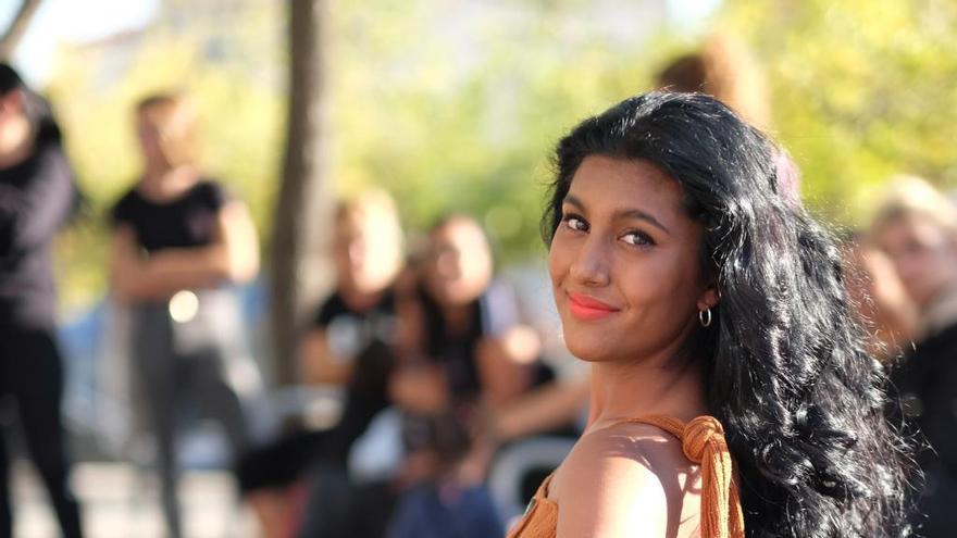 Carmela Castellón: «Em sento orgullosa de ser la primera model gitana al barri»