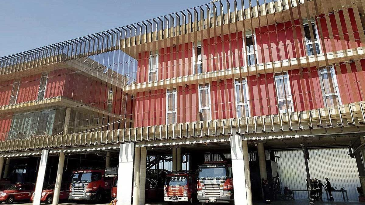 Exterior del parque de Son Malferit, sede principal de los Bombers de Palma.