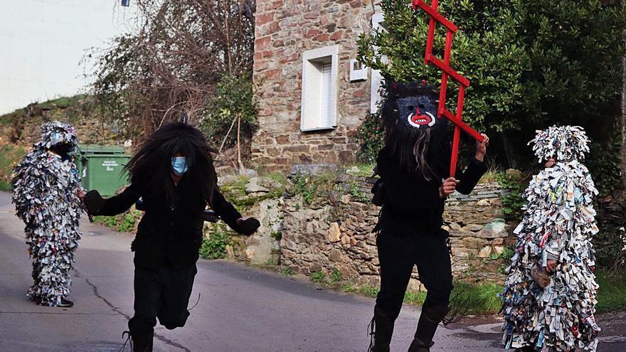 Los Carochos recorren por sorpresa calles de Riofrío en un año excepcional