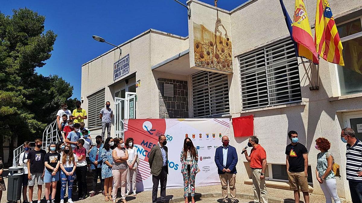 El consejero de Educación del Gobierno de Aragón, Felipe Faci, visitó los centros educativos de Cariñena.   SERVICIO ESPECIAL