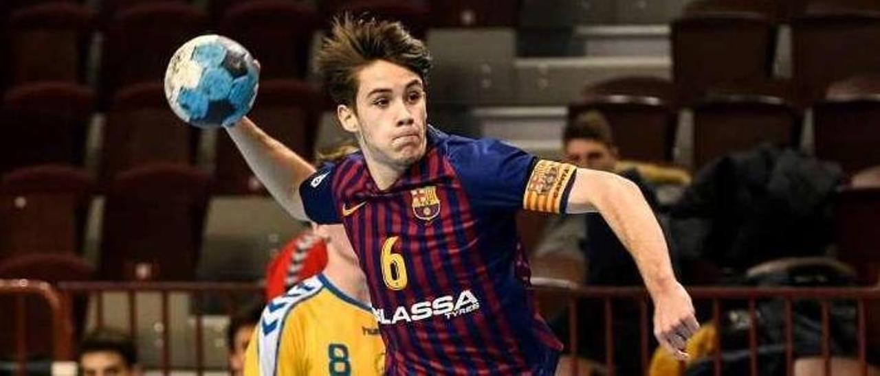 Dani Fernández en una acción de lanzamiento con el Barcelona B. // Cedida