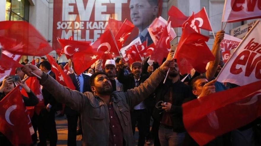 Los observadores denuncian que el referéndum de Turquía no se ajustó a los estándares democráticos