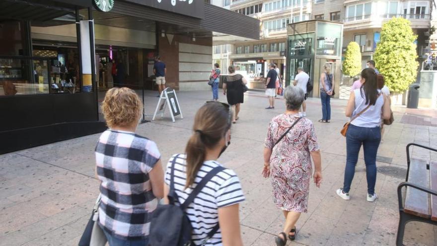 Abren los centros comerciales de Alicante