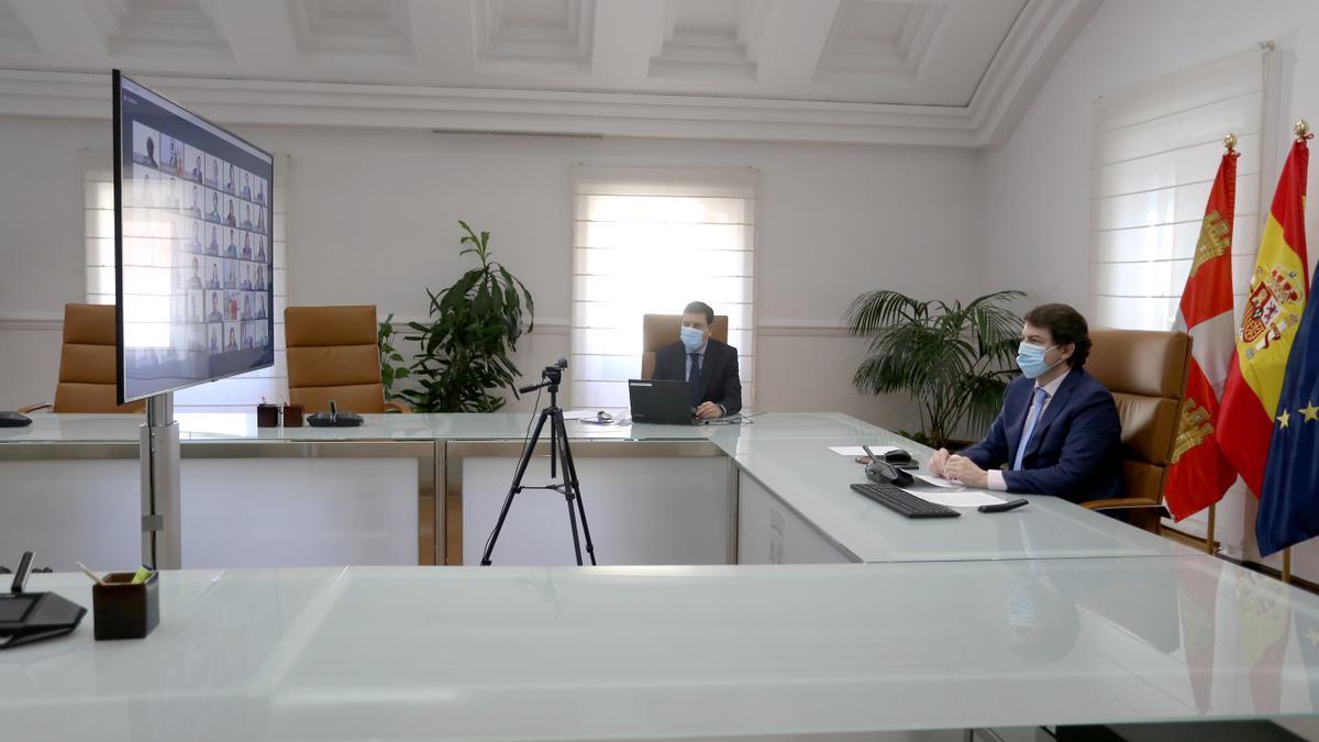 El presidente de la Junta de Castilla y León, Alfonso Fernández Mañueco, clausura el XIV Máster de Comercio Exterior en un acto que se celebra de forma telemática.