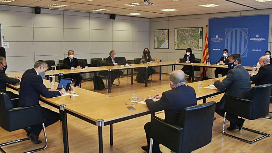 Puigneró es reuneix amb agents econòmics per tractar l'ampliació de l'aeroport del Prat