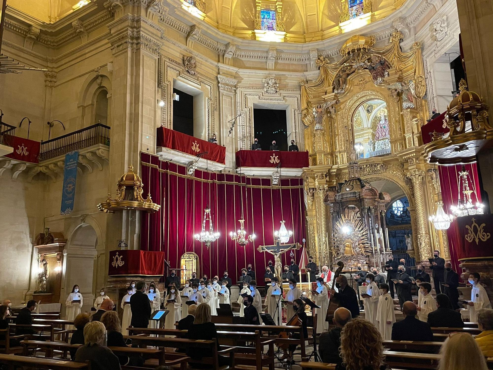 Viernes Santo con las voces de la Capella, Coro Juvenil y Escolanía del Misteri d'Elx