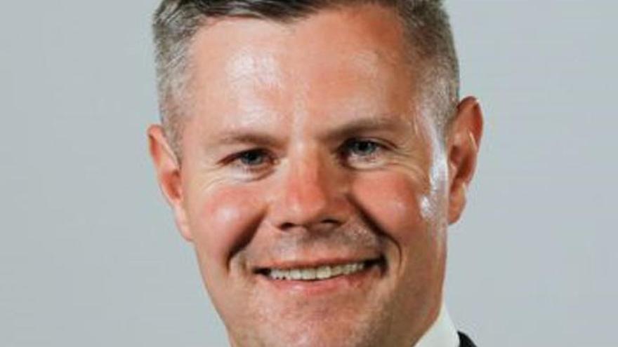Dimite un ministro escocés tras mandar 270 mensajes a un joven de 16 años