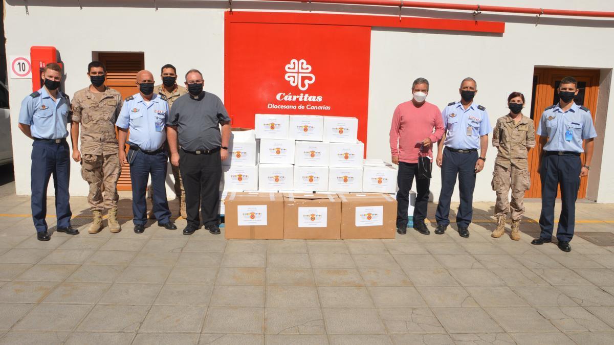 'Alas de solidaridad' lleva alimentos a Cáritas donados por el Ejército del Aire