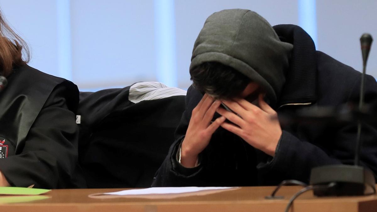 El caníbal, durante el juicio.