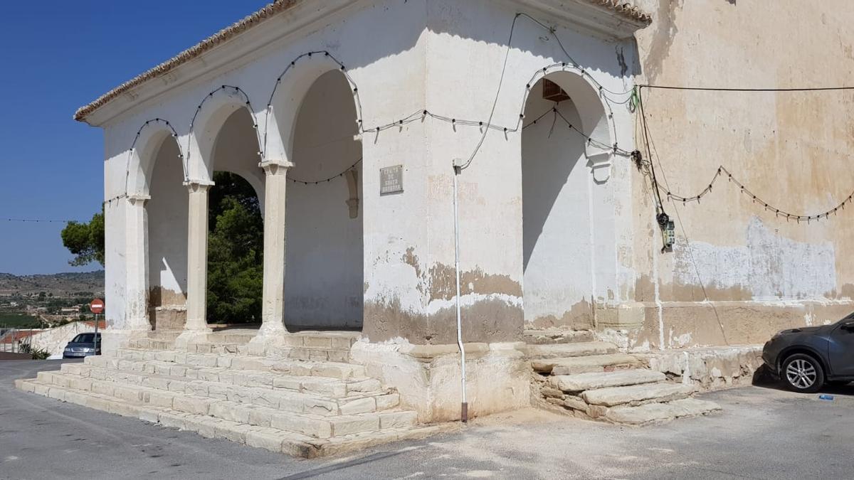 Patrimonio estudiara la posibilidad de acceder a la titularidad de la ermita de Santa Bárbara