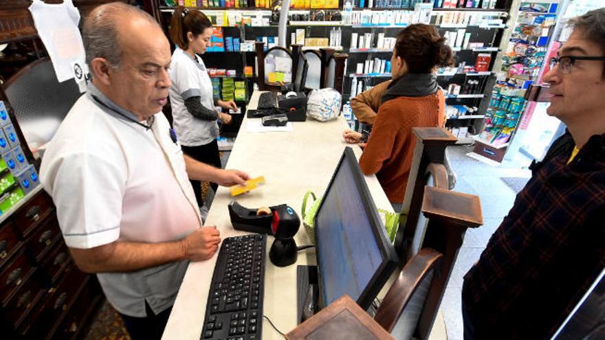 Los pensionistas con menos de 18.000 euros de ingresos dejan de pagar por los medicamentos