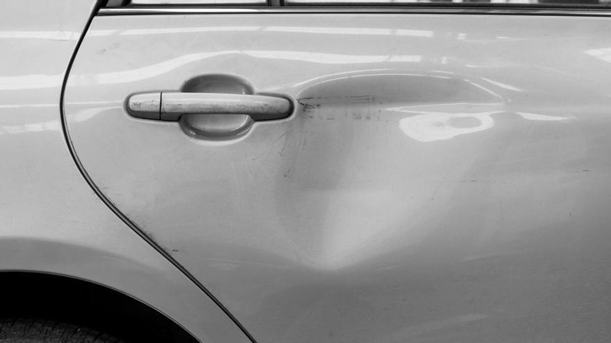 Cinco trucos caseros para eliminar abolladuras del coche