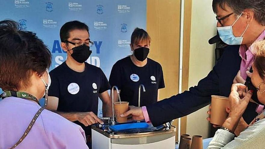 El Ayuntamiento y Aguas de Alicante prorrogan las ayudas sociales a usuarios vulnerables