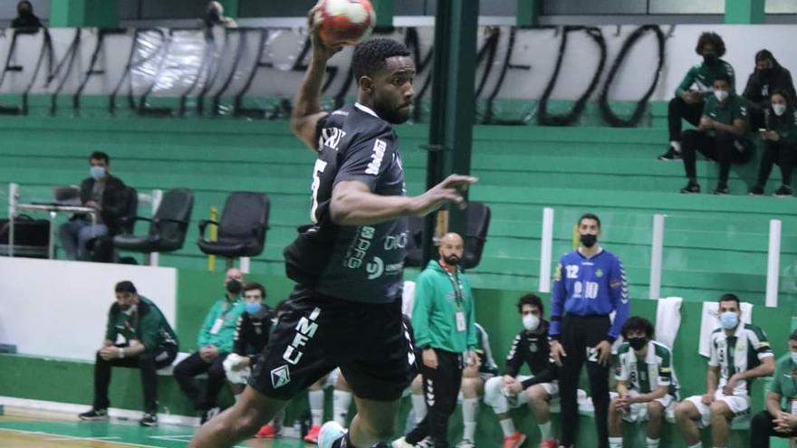 Monteiro, el elegido por el Frigoríficos para el extremo derecho