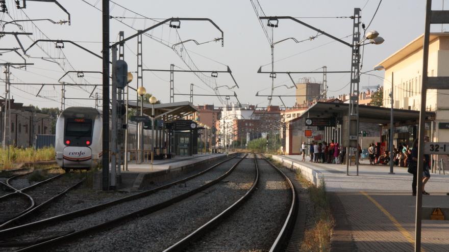 Faran un nou estudi per veure si és millor suprimir els passos a nivell de Figueres o treure l'estació del centre